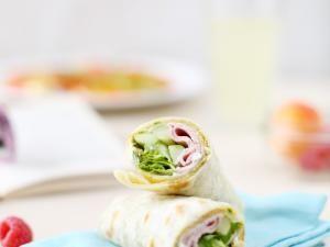 Wrap de chèvre frais, pesto basilic et jambon • Hellocoton.fr