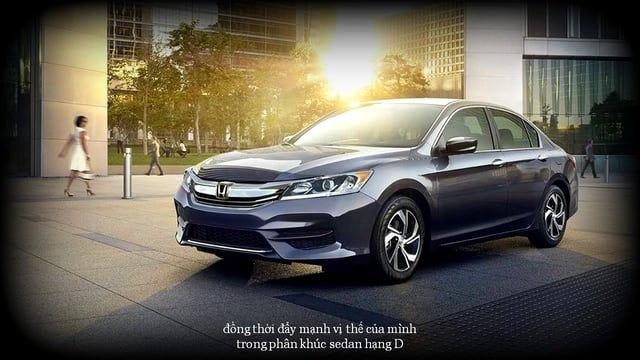 Giá xe Honda Accord 2016 – Bản nâng cấp đột phá Có mặt từ tháng 3 và chính thức bán ra vào cuối tháng 5 năm 2016, với những nâng cấp đột phá từ diện mạo đến công nghệ, Honda Accord 2016 hứa hẹn sẽ đem đến những trải nghiệm hoàn toàn mới cho người dùng Việt, đồng thời đẩy mạnh vị thế của mình trong phân khúc sedan hạng D. Chi tiết đánh giá xe Honda Accord 2016 tại: http://giaxeotohonda.net/honda-accord/  Giá xe Honda Accord 2016 tại Việt Nam: •Honda Accord 2016 – 2.4 AT: 1.470.000.000 V...
