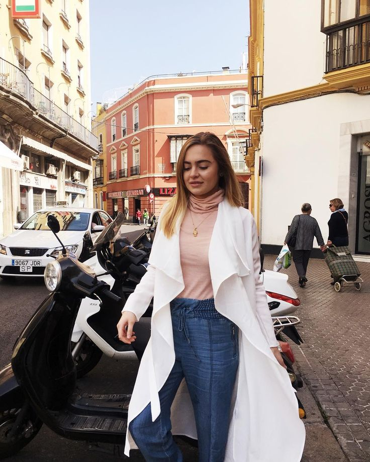 The street fashion in #sevilla was beautiful. We chose outfits that expressed us and walked around the city showing who we were. #spain #sevilla #travel