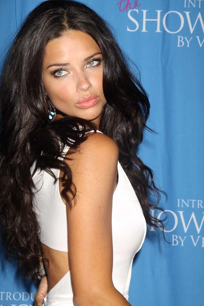i dont know who she is. she kinda looks like megan fox but she is stunningly beautiful