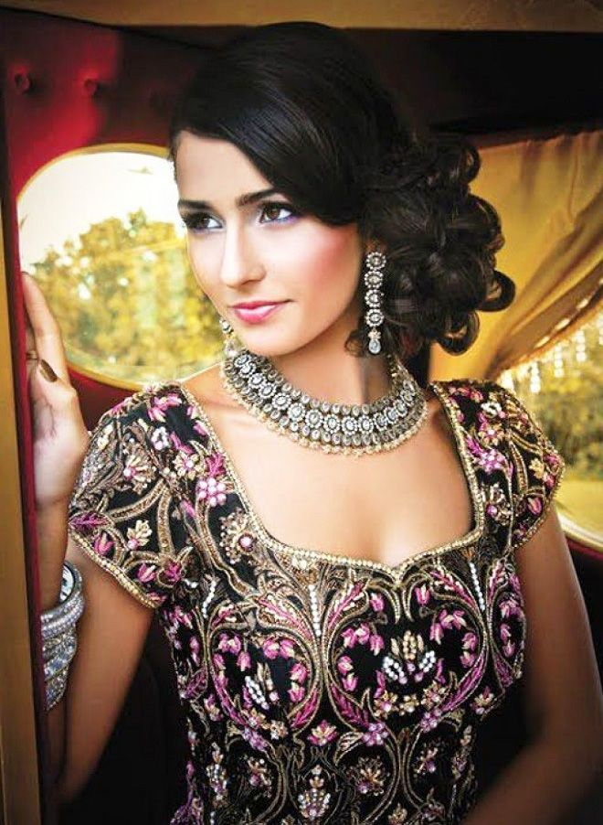 Phenomenal 1000 Ideas About Indian Wedding Hairstyles On Pinterest Indian Short Hairstyles Gunalazisus