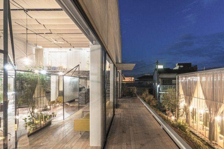 Takehiko Nez Architects defines Vision Atelier's salon interior with mirrors and plants - News - Frameweb
