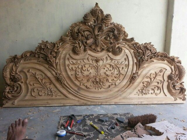 Wood carving bed