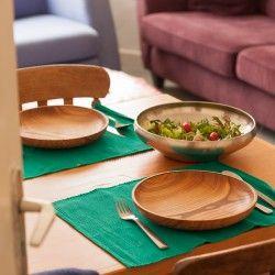 Houten bord van merk Houtspul ( https://houtspul.nl/borden-en-schalen/11-houten-bord.html )