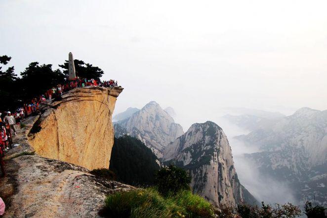 O Monte Huashan faz parte das 5 montanhas sagradas da China e sua trilha foi construída por monges alpinistas. Fica na província de Shaanxi, na China.