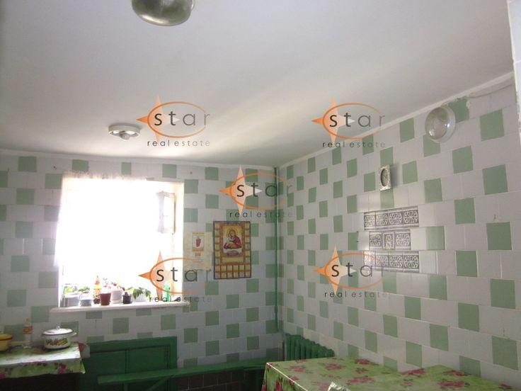 Продам комнату в общежии ул. Щорса, в р-не ул. Индуальной, в жилом состоянии, с балконом из комнаты, блок на 5 комнат, есть душ, горячая вода, есть место для стиральной машины в прачечной.
