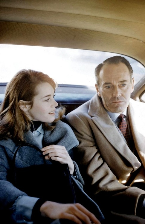 Young Jane Fonda with her father, Henry./A picture is wortyh a thousand words. He doesn't know what to say to her and she's thrilled to get to be with him just for a car ride.