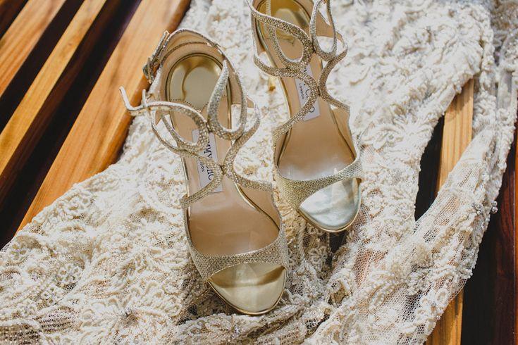 Sepatu pernikahan/wedding shoes by Jimmy Choo - www.thebridedept.com