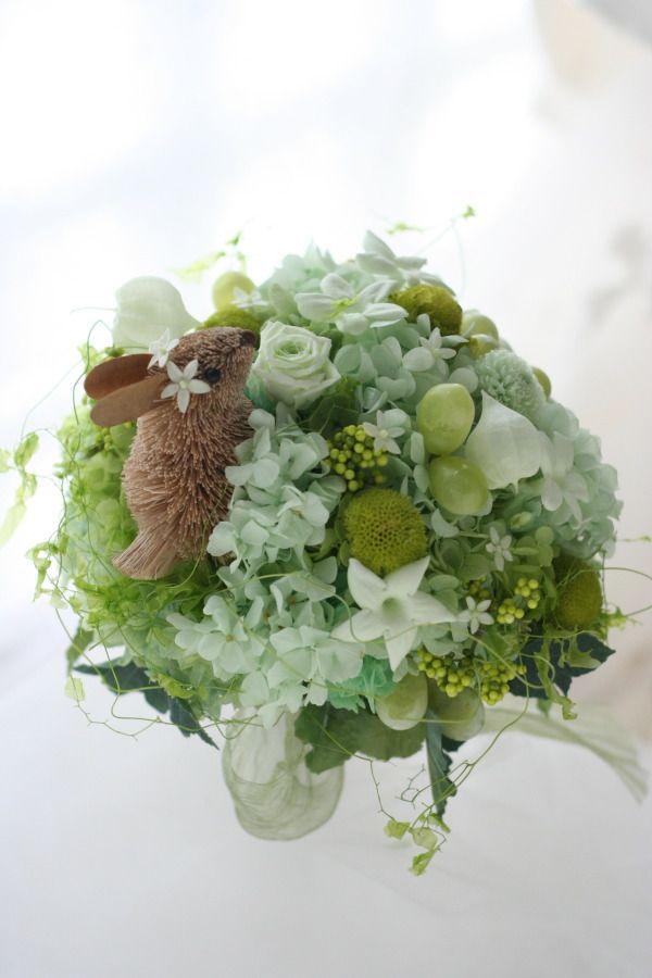 ラウンドブーケ うさぎの遊ぶ庭 ミニスカートのドレスに 銀座ラトゥール様へ : 一会 ウエディングの花