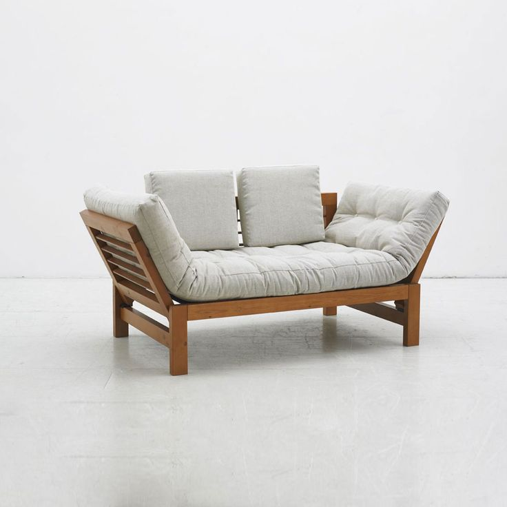 Karup JAZZ 2-seater sofa is a simple, clear two-seater sofa from the Karup collection. It is minimalist with clear shapes, and its side are multifunctional as they can be set into different positions. The frame is from solid scandinavian pine and the mattress is futon.