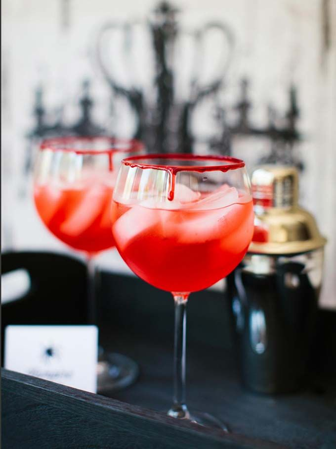 Halloween cocktail recipes - click through to see this spooky Halloween drinks!