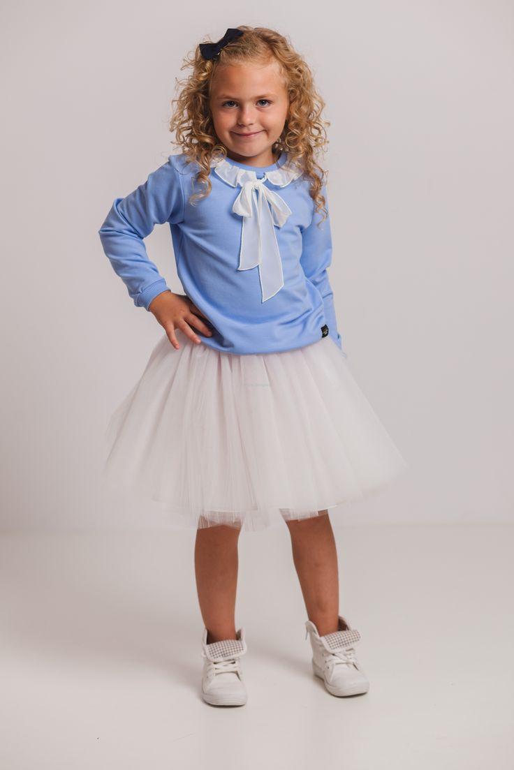 Bluza z falbanką błękitna ynlow-designed