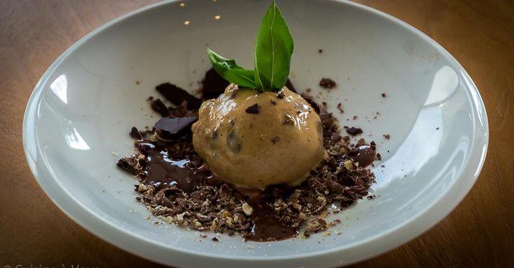 Cuisine-à-Vous: Dulce de Leche ijs met noten op een bedje van zilte chocolade