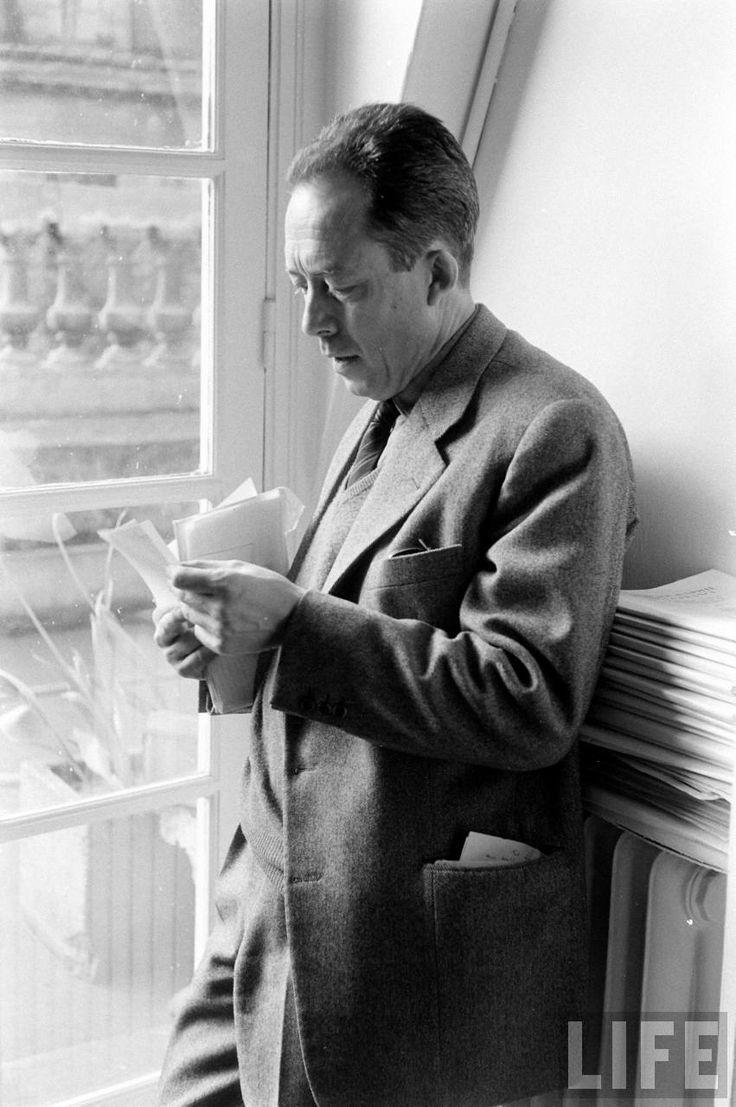 Camus en las oficinas de Gallimard Editorial.