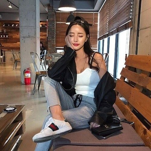 "3,284 curtidas, 4 comentários -  Korean Fashion (@koreanfashiondaily) no Instagram: ""#셀피 #셀스타그램 #일상 #소통 #셀카 #fallfashion #좋아요 #얼스타 #kstyle #스타일 #데이트 #블로그 #모델 #데일리룩 #dailyfashion #얼짱…"""