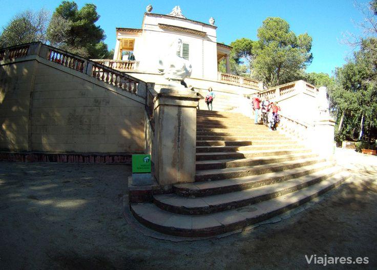Escalinata para alcanzar el pabellón neoclásico, en el Parque del Laberinto de Horta, Barcelona  #BCNwithKids #Barcelona #ParqueLaberinto #VisitBarcelona