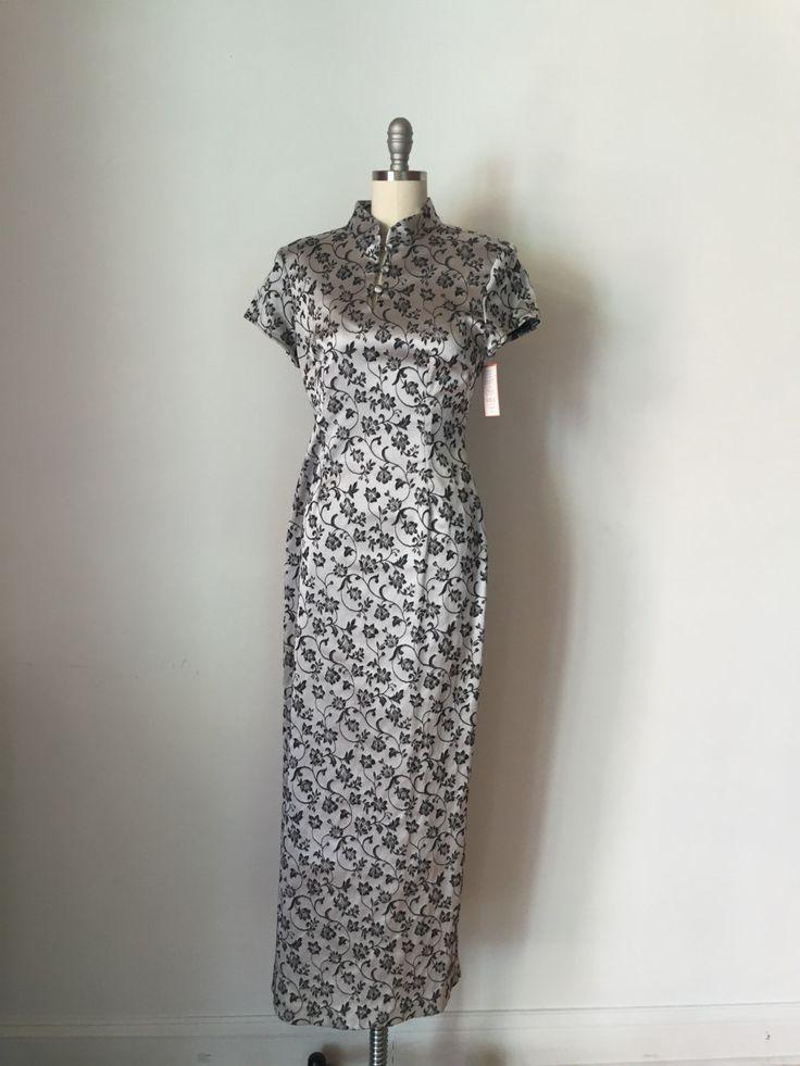 1990er Jahre Cheongsam Kleid Silber und schwarz von LostGirlsVtg