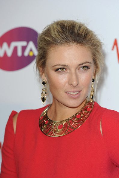 Maria Sharapova Gold Choker Necklace - Maria Sharapova Looks - StyleBistro