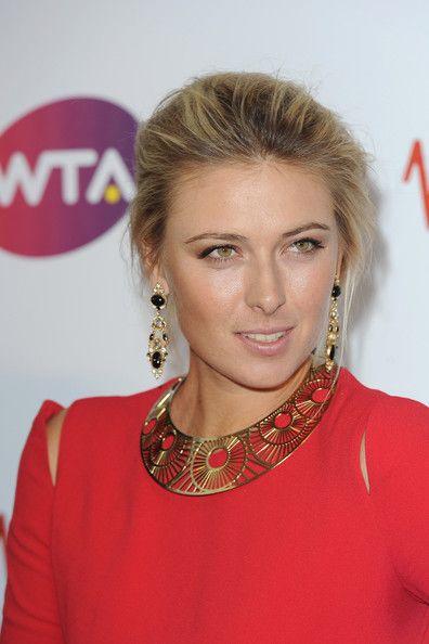 Maria Sharapova Gold Choker Necklace - Maria Sharapova Looks - StyleBistro