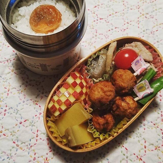 今日の#お弁当🍱  ローストポーク🐷 肉団子🍡 蓮根と蒟蒻煮 さつまいも煮 いんげん プチトマト🍅 りんご🍎  今日は中抜けして学校💦ちゃんと仕事終わらせられるように頑張らないと。長くタフな1日になりそう  #娘弁当 #お弁当 #小学生のお弁当 #曲げわっぱ #曲げわっぱ弁当 #刺し子 #lunchbox #lunchboxfordaughter #instalunchbox #obento #obentogram #foodpic #instafood