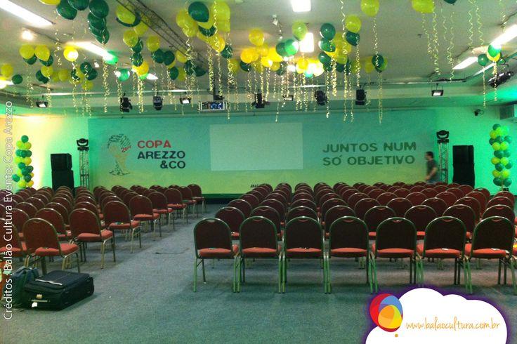 A empresa Arezzo fez uma convenção com o tema Copa Arezzo e repleta de balões…