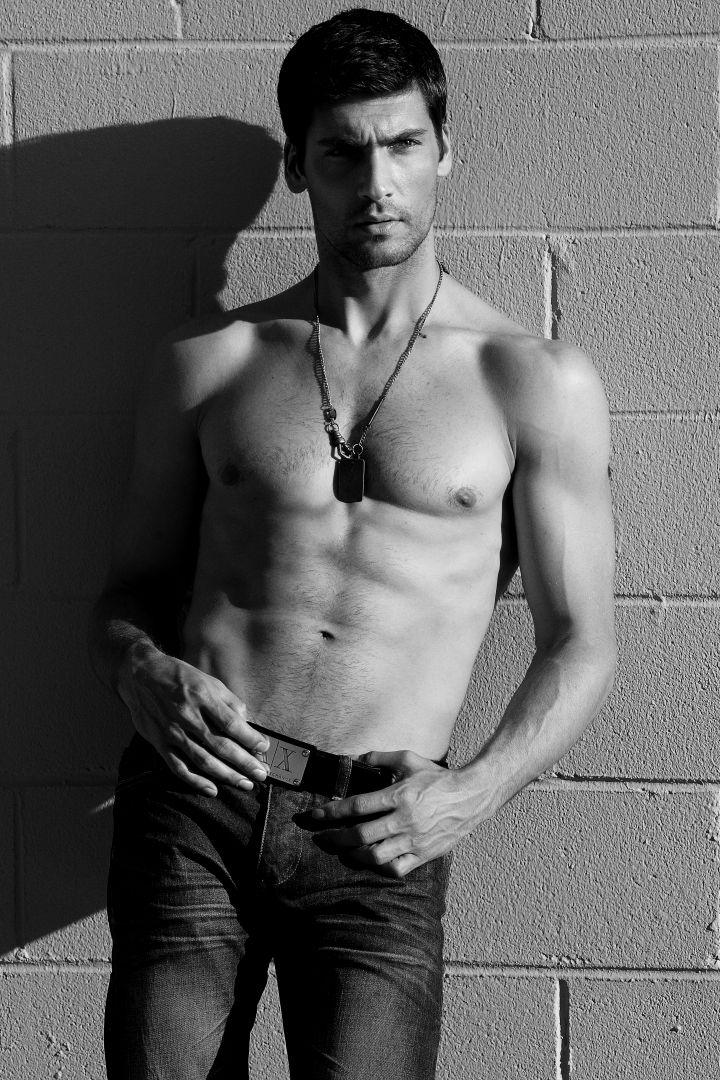 Travis Vulich by Robert Beczarski (2011) #TravisVulich #RobertBeczarski #malemodel #model #FordModels #FordModels_Chi #bw #pecs #abs