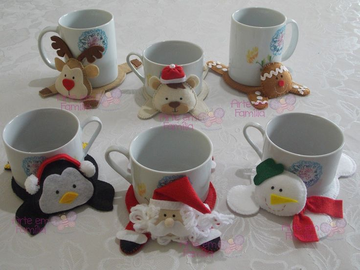 A coleção de tapetinhos de caneca natalinos aumentou!   Agora são seis modelos pra você decorar sua mesa ou seu cantinho de trabalho, e tam...