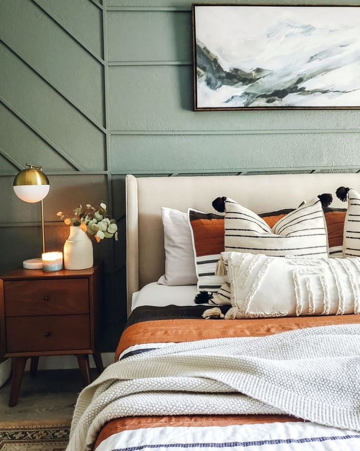 This Moody Florida Bungalow's DIY Bedroom Wall Idea Is