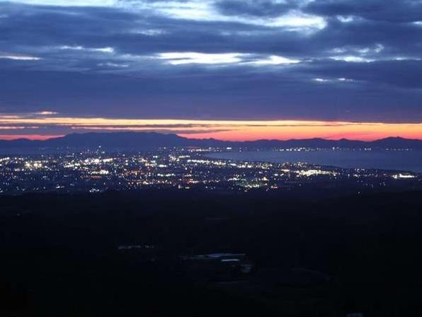大山ロイヤルホテルから見た夕焼けと夜景。