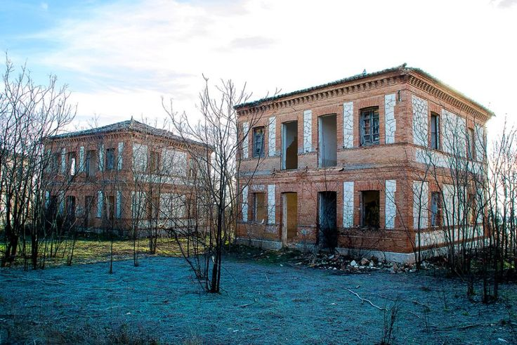 Located at the centre of the Iberian Peninsula in the municipality of Guadalajara, the ghost town of Villaflores is one of Spain's most impressive surviving 19th century agricultural colonies.