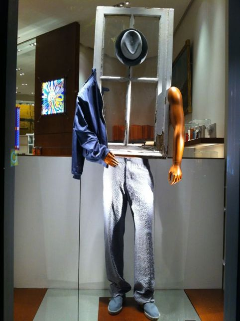 ♂ Retail store window display Using old windows