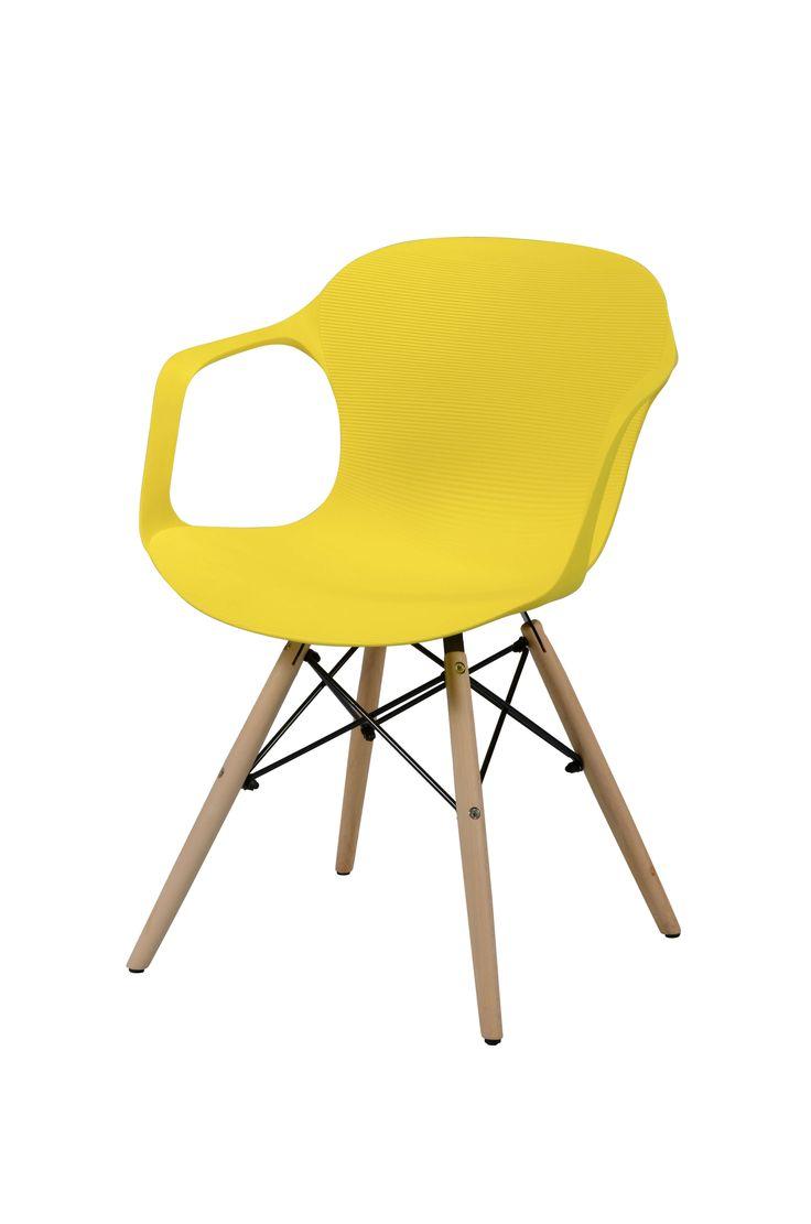 Eetkamerstoel polypropyleen geel  Description: Creëer een knusse hoek in je eetkamer met deze Eetkamerstoel polypropyleen geel. Deze stoel heeft een kuip voorzien van subtiele ribbels uitgevoerd in polypropyleen. Polypropyleen is een kunststofsoort dat sterk en zeer kleurvast is. De stoel is afgewerkt met vier houten pootjes en een stalen spiderframe. Echt een comfortabele stoel waarin je heerlijk zit en geniet van iedere maaltijd. Deze stoel met een afmeting van 52 x 55 x 76 cm combineert…