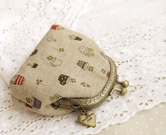 Linen Coin Purse with Clover by VasilinkaStore on Etsy, $22.00