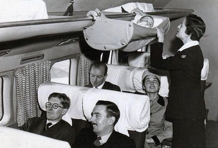 Voar em um avião para alguns adultos ainda é uma experiência muito desagradável. Então imagine o quão estranho e problemático deve ser para os bebês e seus pais. Para combater isso, em 1953, uma co…