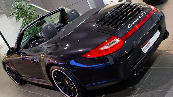 Equipamiento (III): Porsche Doppelkupplung (PDK), retrovisores interior/exterior antideslumbrantes automáticos y sensor de lluvia integrado, sistema de ayuda aparcamiento detrás, sistema sonido envolvente BOSE, volante multifunción de 3 radios para PDK.