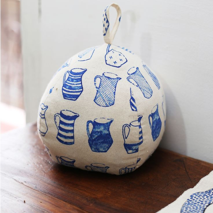 Featuring signature china blue jug prints, the classic doorstop is a sumptuous addition to your home decor. #chinablue #jugsdesign #doorstopper