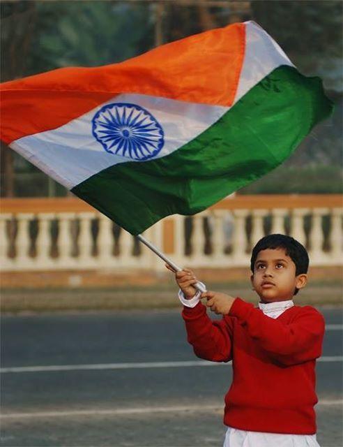 Proclamation of Independence of India  * Proclamação da Independência da Índia  A independência da Índia ocorreu por meio do Indian Independence Act 1947, que passou a produzir efeitos em 15 de agosto de 1947. Proclamation of Independence of India   The independence of India was through the Indian Independence Act 1947, which became effective on August 15, 1947.