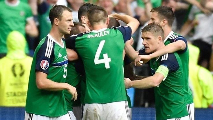Bắc Ireland được chào đón về nhà như những người hùng