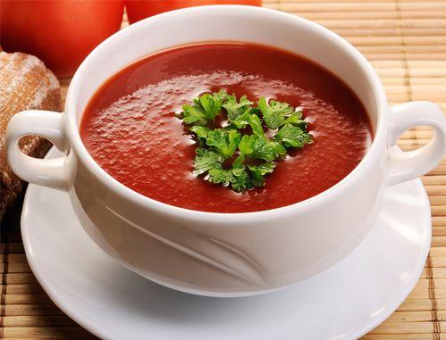 Salsa Amatriciana  Ingredientes •½ kilo de tomates •100 gramos de panceta •Aceite de oliva •100 gramos de cebolla •Cayena •Parmesano •3 cucharadas de aceite •1 guindilla     Instrucciones 1.Mezclar todos los ingredientes en una olla y dejar cocinar. 2.Agregar sal al gusto