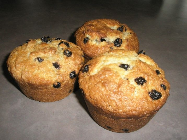 Muffins with dried blueberries..... because I have dried blueberries that I need to use.