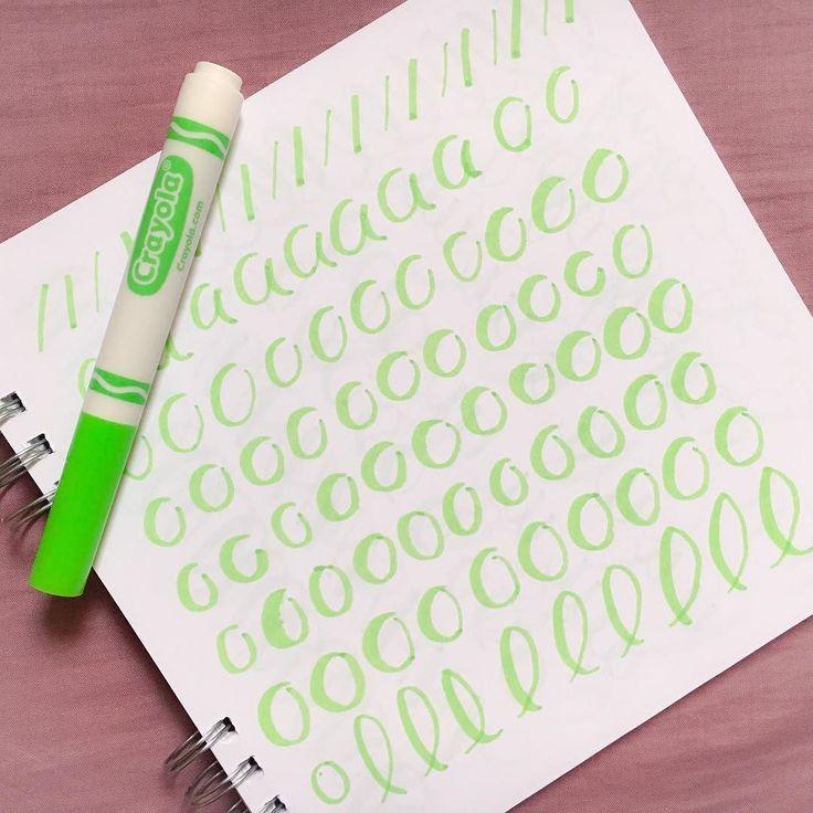 Si aún no están seguros si la caligrafía es lo suyo les sugerimos empezar con unos plumones #crayola  . . . #blogger #perú #lettering #caligrafia  #papeleria #stationery #practice #beginner #bujo #bulletjournal #文具 #文房具 #マーカー #ノート#書道