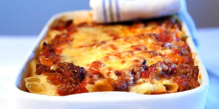 Lettvint lasagne - I denne oppskriften finner du ikke pastaplater, men vanlige pastaskruer eller pastarør. Da er det mye lettere å lage fordi man ikke må passe på at pastaen er ferdig. Sjekk ut!