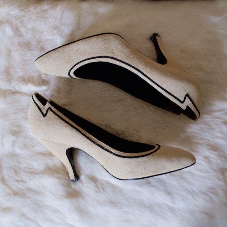 infatuation 80s bone suede heels / 7.5 - 38 / neutral pump / almond toe / cream heel 80s / racing stripe / high heel 80s / statement heel by arsenickittyvintage on Etsy https://www.etsy.com/listing/252240116/infatuation-80s-bone-suede-heels-75-38
