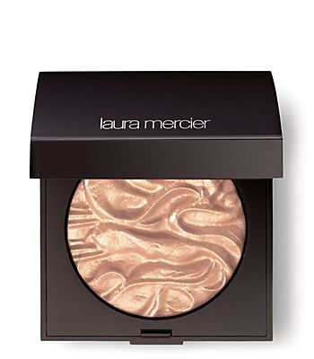 http://beauty-trips.com/4-face-illuminateurs-de-laura-mercier/