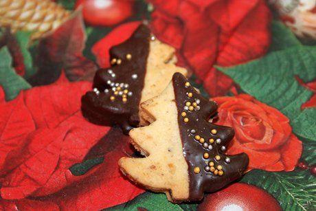 Mit diesem Rezept von den Nuss-Mürbteig-Kekse macht das Backen mit Kindern Spaß.