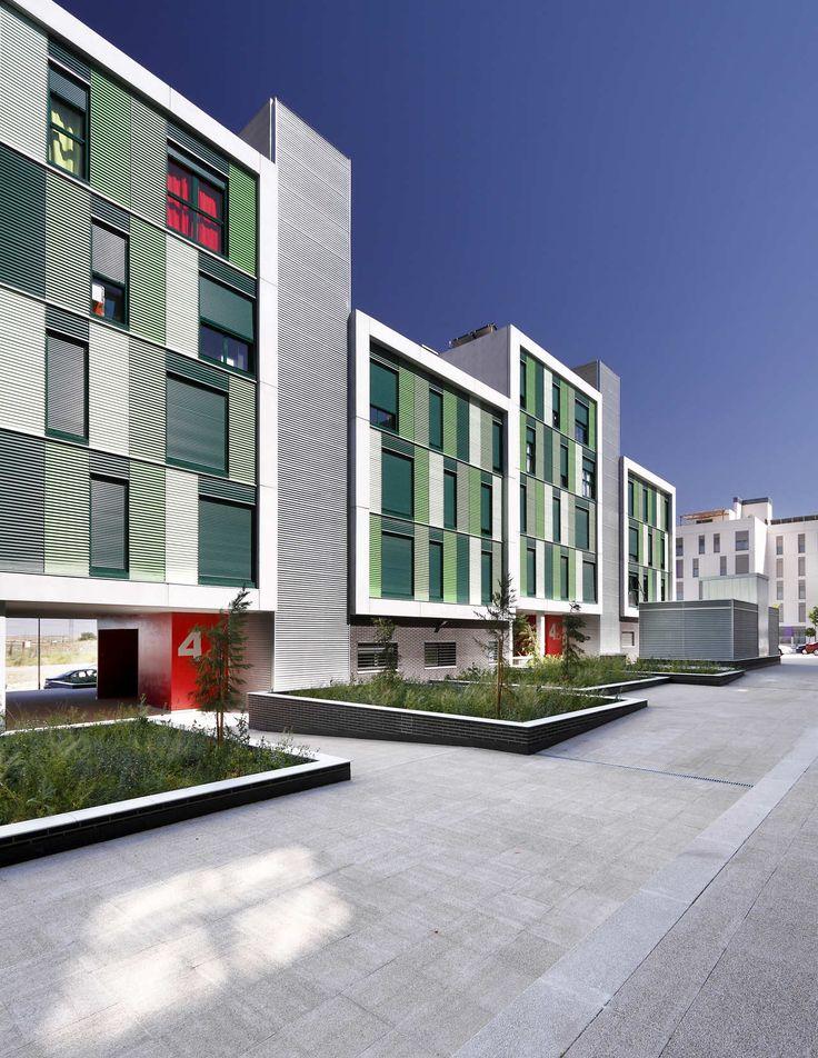 120 Habitações Sociais em Parla / Arquitecnica