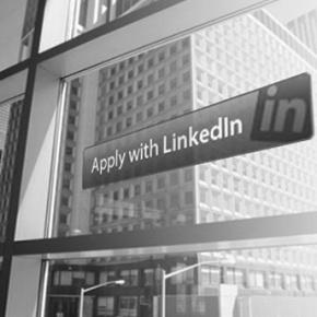http://elblogdelaagencia.com/2013/02/18/como-puedo-usar-linkedin-para-buscar-empleo-elaborando-nuestro-perfil/  ¿Cómo puedo usar Linkedin para buscar empleo? (I- Elaborando nuestroperfil)