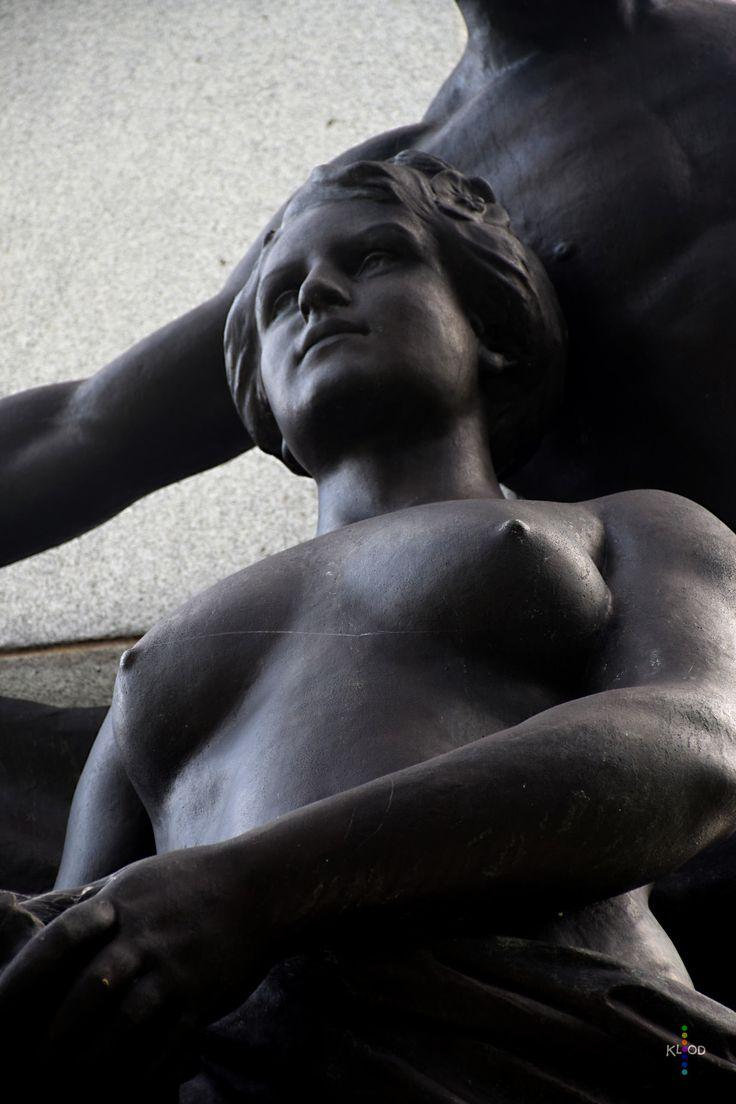 https://flic.kr/p/xaEsGp | Justice | Portion du monument de l'artiste  Paul Chèvre inauguré en 1912 dédié à Honoré Mercier, Colline parlementaire, Québec