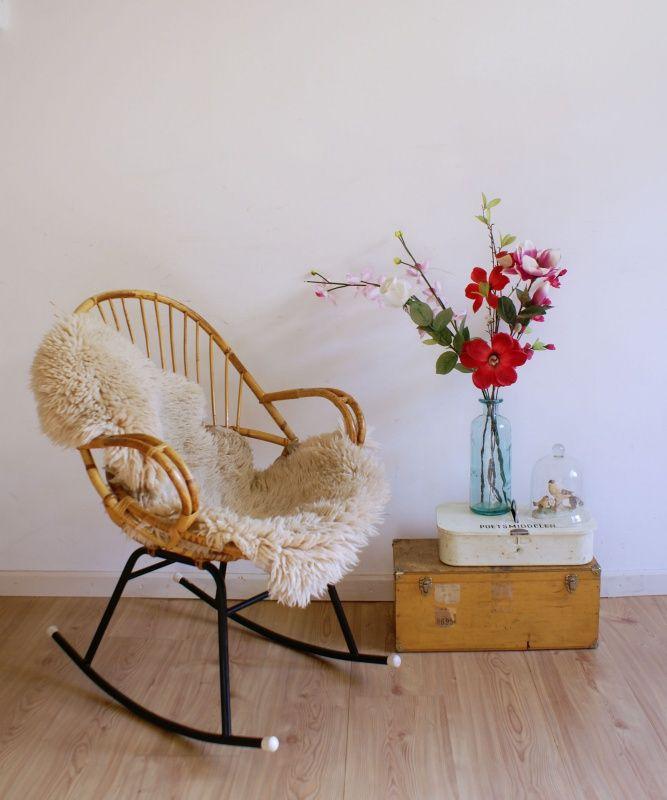 Vintage schommelstoel van Rohe. Retro rotan fauteuil/stoel