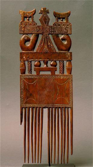 Africa | Comb. Akan/Ashanti people. Ivory Coast/Ghana. | Wood | Image ©Michel Renaudeau